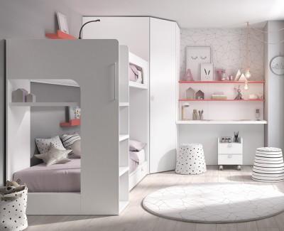 Zimmer mit Etagenbett, Eckschrank und Schreibtisch mit Regalen