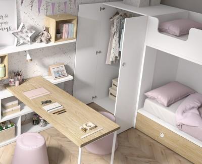 Kinderzimmer mit Etagenbett, 2-türigem Klappschrank und Schreibtisch mit Regalen