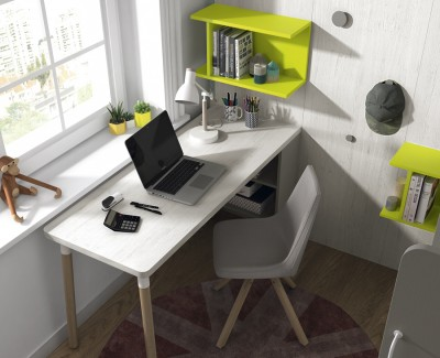 Jugendzimmer bestehend aus Etagenbett und Schreibtisch