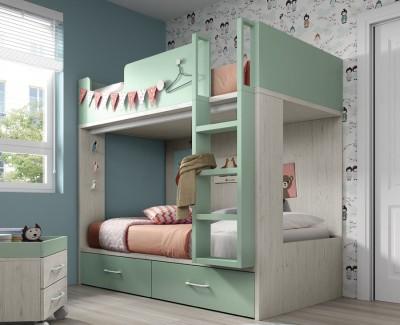 Kinderzimmer mit Etagenbett und Kleiderschrank mit Flügeltüren