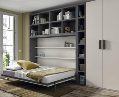 Schlafzimmer bestehend aus Klappbett, Kleiderschrank und Regalen